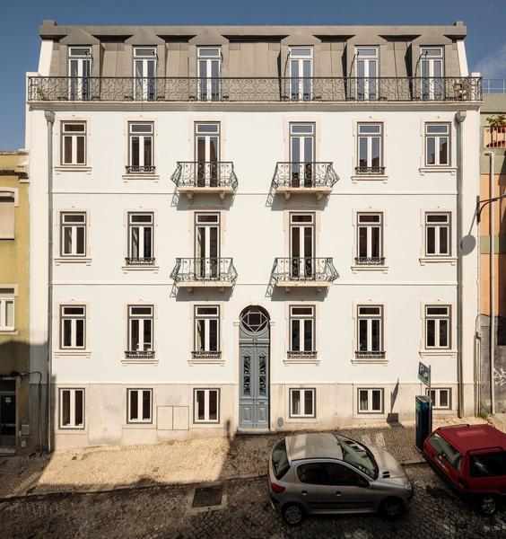 Фото №1 - Дом в Лиссабоне в бежевых тонах