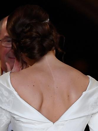 Фото №16 - От Елизаветы до Летиции: секретные детали свадебных платьев принцесс и герцогинь