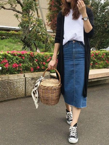 Фото №4 - С чем носить джинсовую юбку миди: 10 модных идей