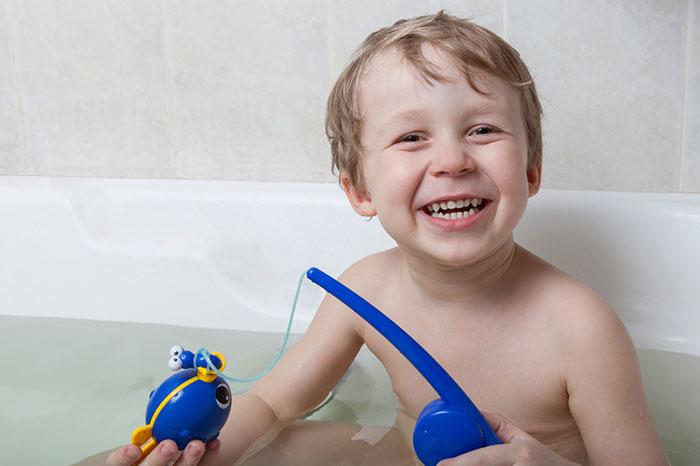 Фото №2 - Как вытащить ребенка из ванной: 5 простых приемов
