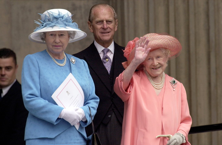 Фото №2 - Зачем и куда королева-мать сбежала от полицейских: самая забавная история из жизни прабабушки Уильяма и Гарри