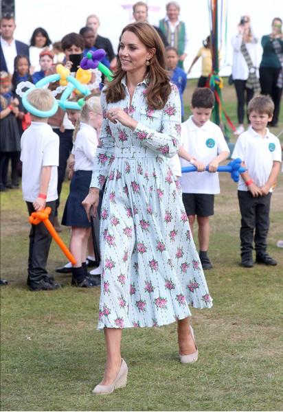 Фото №1 - Кейт Миддлтон нашла платье, в котором наконец не выглядит слишком худой