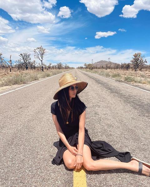Фото №1 - Что носить в жару: женственный и романтичный образ от Нины Добрев