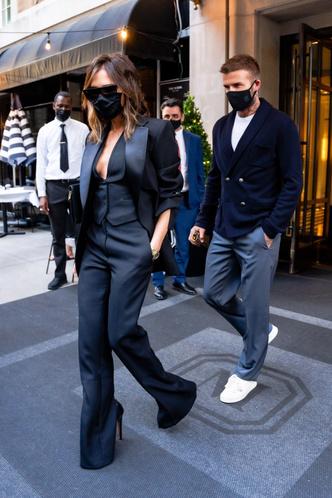 Фото №2 - Если носить летом total black, то только как Виктория Бекхэм