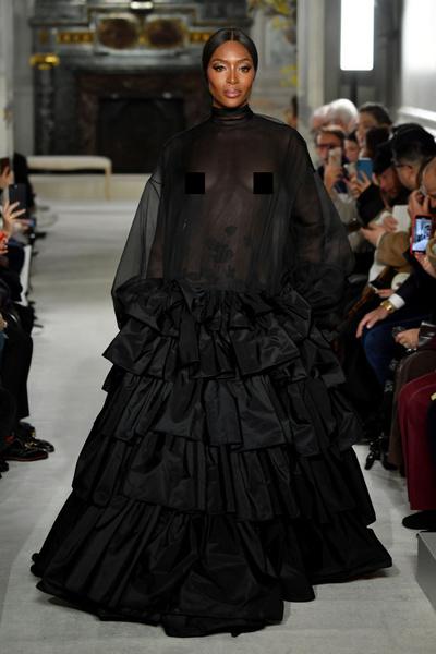 Фото №1 - Наоми, Шейк, Водянова: чем запомнились главные красавицы на Неделе моды
