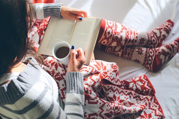 Фото №1 - 10 книг, которые стоит прочитать именно зимой
