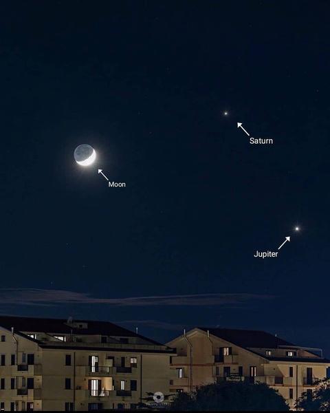 Фото №1 - Must see: Юпитер и Сатурн сольются в «Рождественскую звезду»