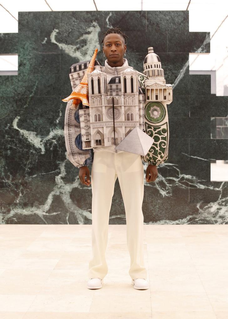 Фото №1 - Небоскребы Парижа и Нотр-Дам в новой коллекции Louis Vuitton Men 2021 Вирджила Абло