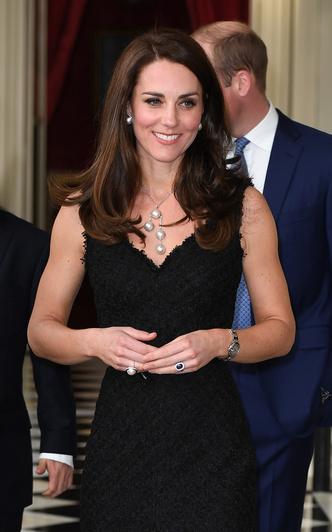 Фото №25 - Гардероб на миллион: самые дорогие наряды герцогини Кейт