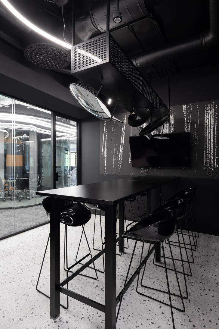 Фото №13 - Стильный монохромный офис цвета смолы в Санкт-Петербурге