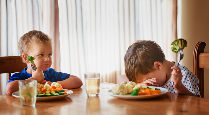 Как приучить детей есть овощи?
