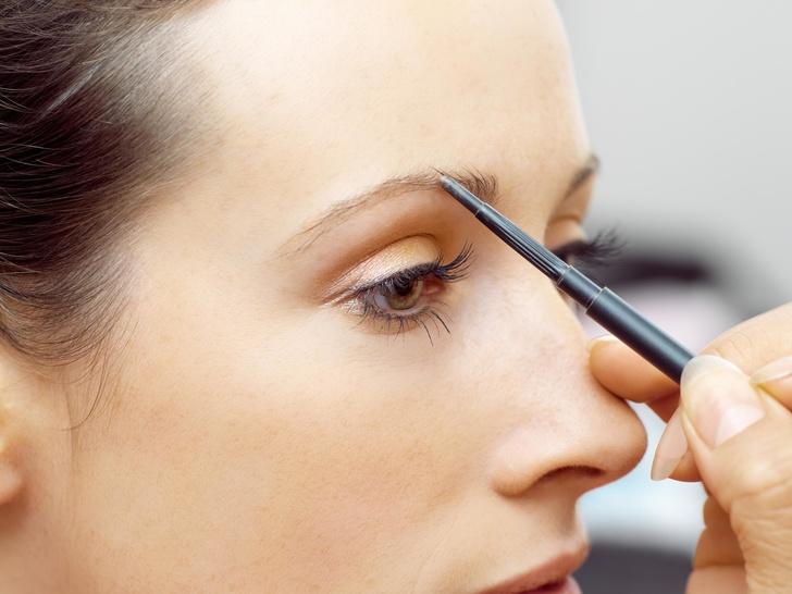 Фото №2 - 6 частых ошибок в макияже бровей (вы тоже их совершаете)