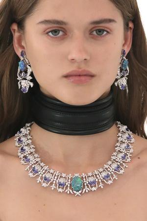 Фото №15 - От цепей до печаток: как правильно носить крупные украшения