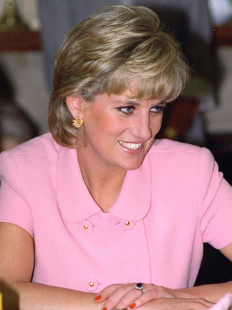 Фото №7 - Почему помолвочное кольцо Дианы стало предметом раздора в королевской семье