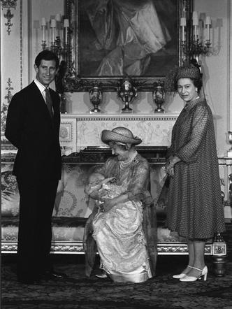 Фото №10 - История в фотографиях: какими были крестины принца Уильяма, и кто стал крестными родителями будущего короля