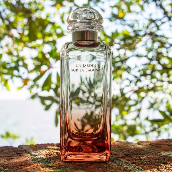 Фото №6 - Пахнут опавшей листвой, зачарованным лесом и восточными пряностями: 5 ароматов с идеальной осенней атмосферой