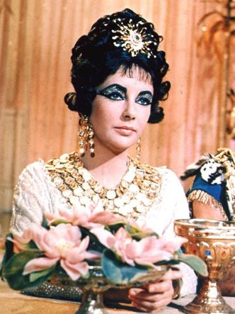 Фото №2 - Главное— пиар: Клеопатра и еще 10 дурнушек истории, которых все считают красавицами