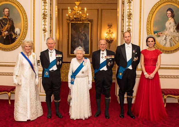 Фото №1 - Народная любовь: кто стал самым популярным членом королевской семьи в 2020 году