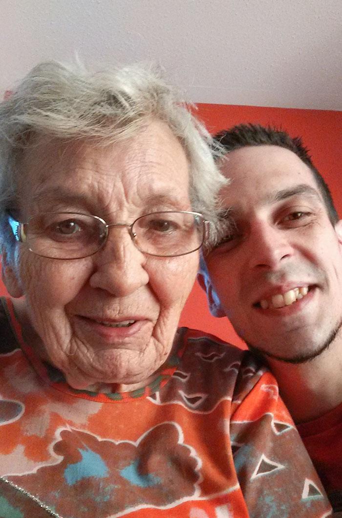 Фото №5 - 20 уморительных случаев столкновения бабушек и дедушек с прогрессом