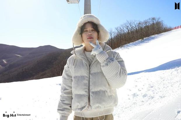Фото №27 - Снежные ангелы: Big Hit Entertainment выложил 65 новых фото BTS 😍