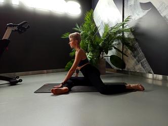 Фото №5 - Простые упражнения для растяжки, которые помогут сесть на шпагат за 60 дней