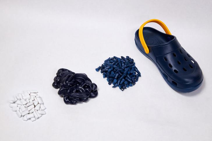 Фото №2 - Eco-ELLE: летние сабо, созданные из жвачки