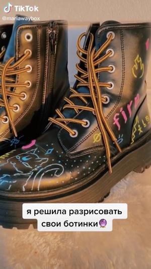 Фото №1 - Лайфхак из TikTok: как стильно кастомизировать старые ботинки