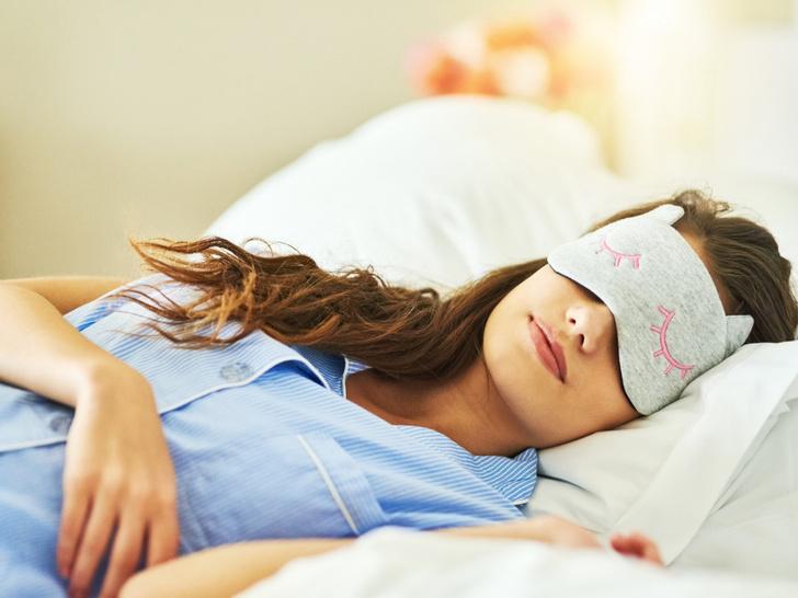 Фото №1 - Сонный час: 4 лайфхака, которые помогут быстрее заснуть