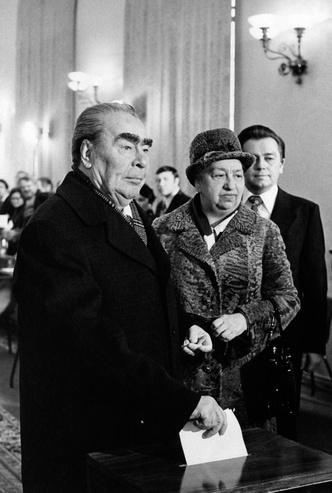 Фото №7 - Советский стиль: как одевались первые леди СССР