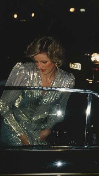 Фото №3 - Кейт была не первой: кто вдохновил герцогиню на самый блестящий выход за всю ее королевскую «карьеру»