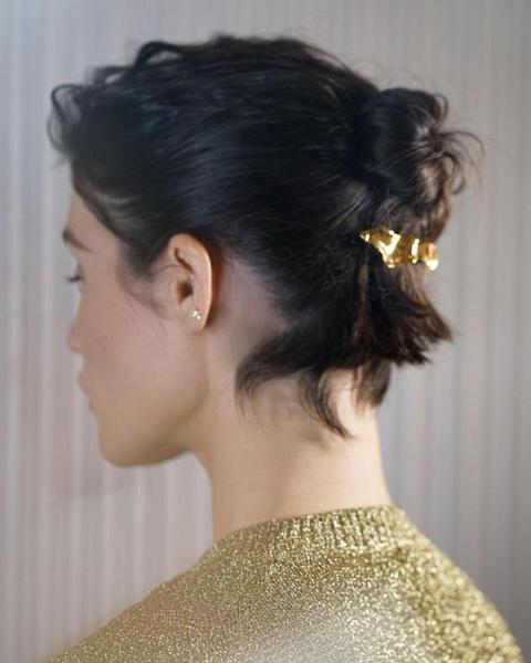Фото №9 - 13 классных причесок на выпускной для коротких волос