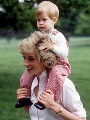 Фото №3 - «Оставьте Диану в покое!»: как Сассекские продолжают зарабатывать на памяти принцессы Уэльской