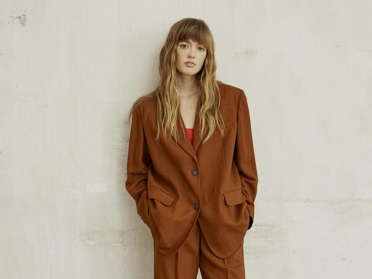 Фото №1 - Платья с воланами и объемные куртки: 15 вещей Claudie Pierlot в стиле бохо