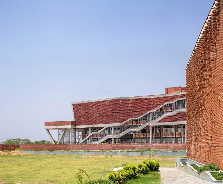 Фото №9 - Здание с нулевым потреблением энергии в Индии