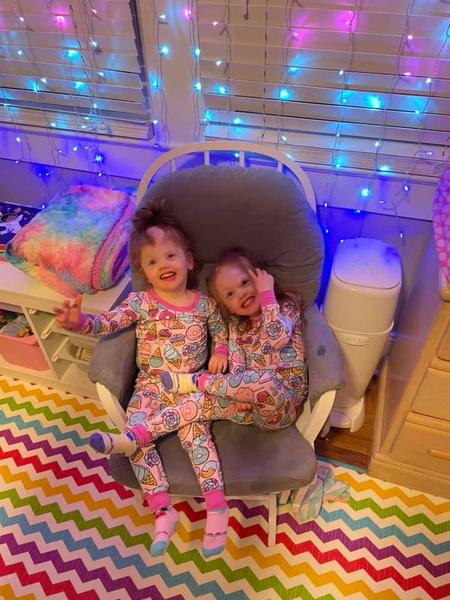 Фото №4 - Рыжики-сестры: как живут близнецы, разделенные в 2017 году