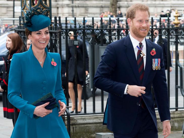 Фото №2 - Улыбчивая герцогиня: 10 самых веселых моментов Кейт за всю ее королевскую жизнь