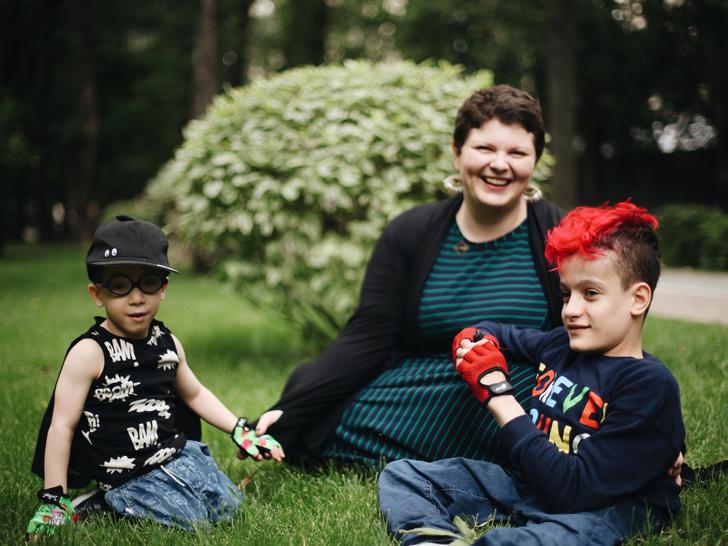 Фото №1 - Чужих детей не бывает: три непростые, но счастливые истории о приемном родительстве