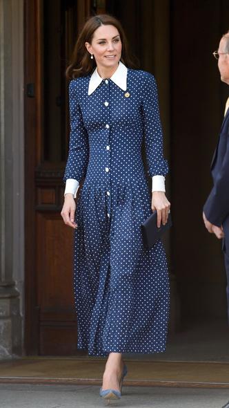 Фото №12 - Полька-дот: как королевские особы носят трендовый «горох»