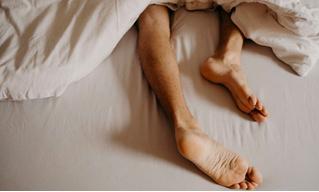 3 причины, почему надо спать голым!