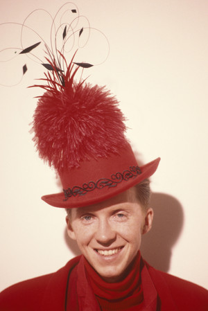 Фото №3 - Безумный шляпник: самые невероятные головные уборы, созданные Филипом Трейси