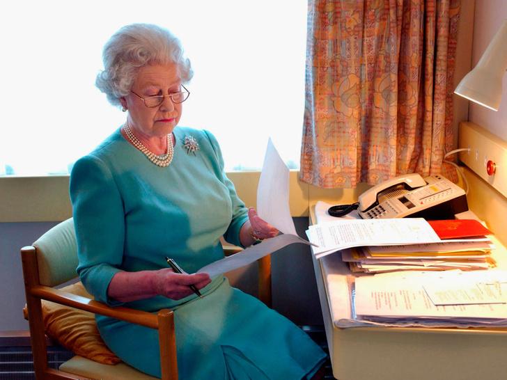 Фото №3 - 4 важных обязанности Королевы, о которых вы не знали