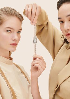 Фото №1 - Прочная связь: часы Hermès Nantucket с браслетом-цепочкой