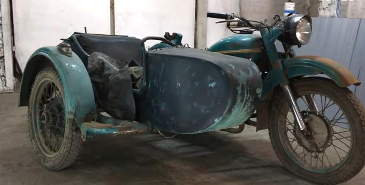 Фото №1 - Восстановление советского мотоцикла «Урал» 1969 года, который много лет ржавел без движения (залипательное видео)