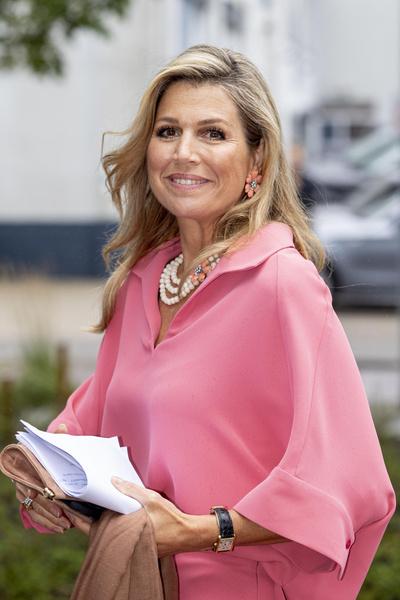 Фото №1 - «Докторская колбаска»: королева Нидерландов вышла в свет в неудачном наряде