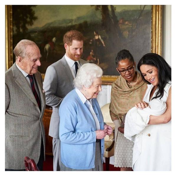 Фото №2 - Oh no! Принца Гарри и Меган Маркл лишат оставшихся королевских привилегий