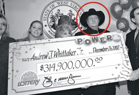 Как крупнейший джекпот в истории сделал несчастным случайного победителя лотереи