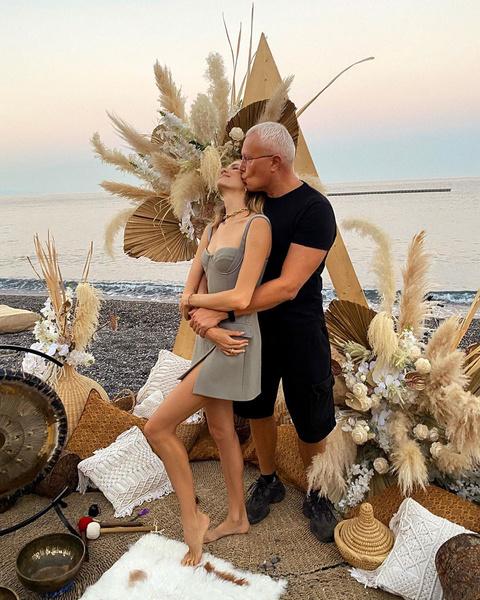 Фото №1 - Лена Перминова поздравила 60-летнего мужа с 15-летием семейной жизни