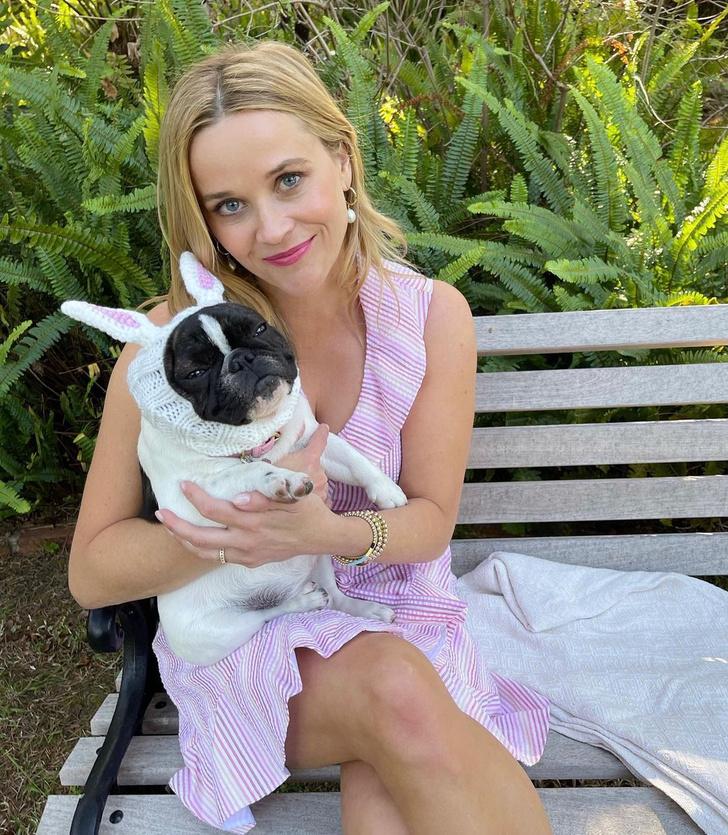 Фото №1 - Кто из нас самый милый? Риз Уизерспун в нежно-розовом платье оттенка зефира и ее милый друг