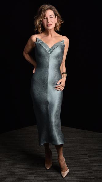Фото №2 - BAFTA 2021: самые стильные звезды на красной дорожке церемонии