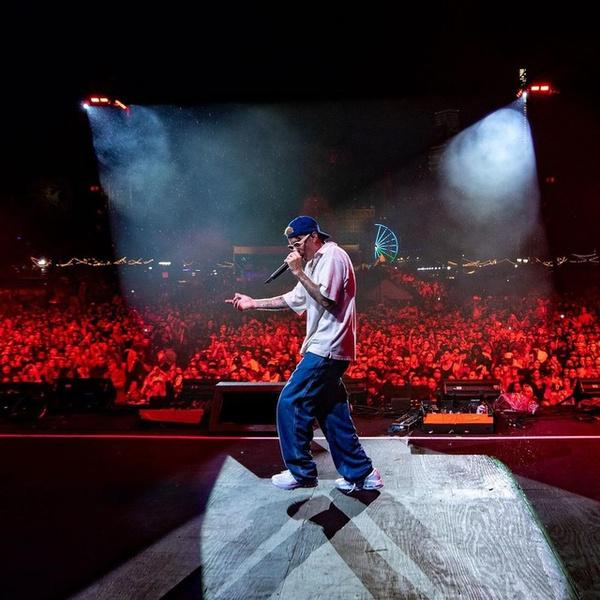 Фото №2 - Широкие джинсы и футболка как у Джастина Бибера— идеальный аутфит для тех, кто никогда не знает, что надеть